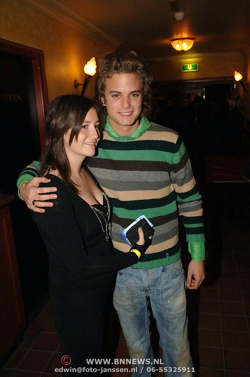 NLD/Uitgeest/20060118 - Uitreiking populariteitsprijs Noord Holland 2005, Jim Bakkum en een vriendin
