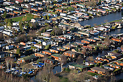 Nederland, Utrecht, Loosdrecht, 25-11-2008; Loosdrechtsche Plassen, caravanpark met stacaravans en tuinhuisjestuinhuis, caravan, caravanpark, recreatie, watersport, vrije tijd, Loosdrechtse plassencaravan park with mobile homesrecreation, water sports, leisure.  .luchtfoto (toeslag)aerial photo (additional fee required).foto Siebe Swart / photo Siebe Swart