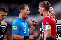 23-09-2018 NED: PSV - Ajax, Eindhoven<br /> PSV beat Ajax with 3-0 / Referee Danny Makelie, Luuk de Jong #9 of PSV Eindhoven