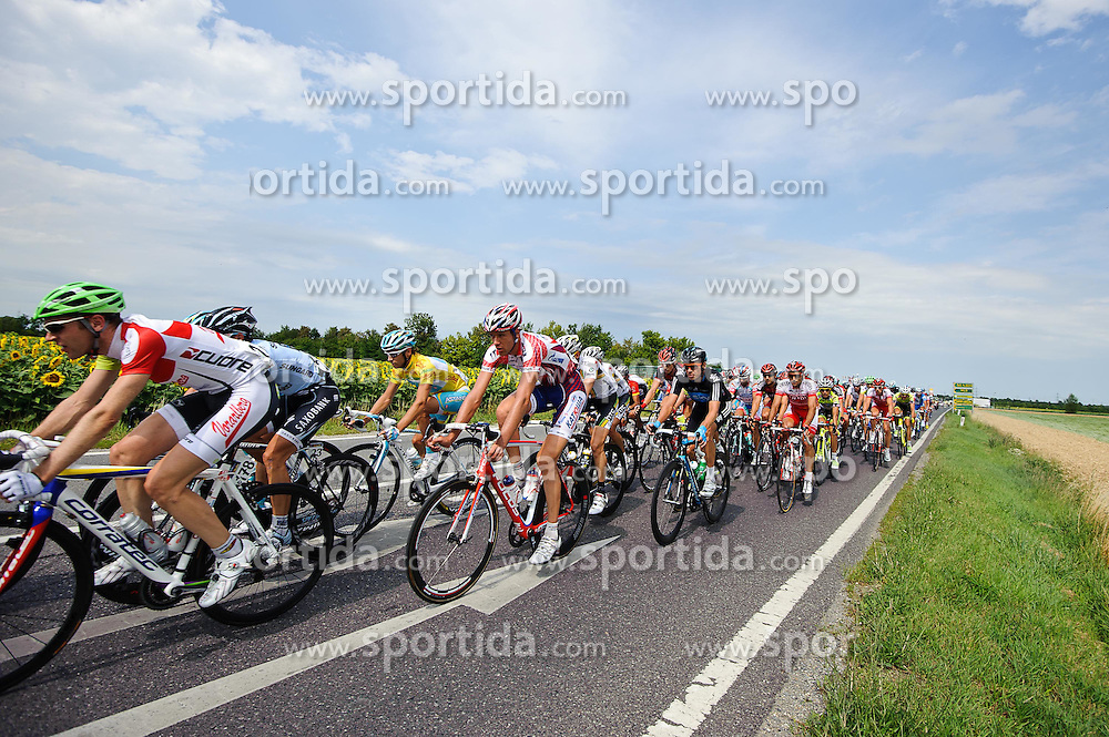 08.07.2011, AUT, 63. OESTERREICH RUNDFAHRT, 6. ETAPPE, HAINBURG-BRUCK AN DER LEITHA, im Bild das Feld mit Fredrik Kessiakoff, (SWE, Pro Team Astana) in Bruck an der Leitha // during the 63rd Tour of Austria, Stage 6, 2011/07/08, EXPA Pictures © 2011, PhotoCredit: EXPA/ S. Zangrando