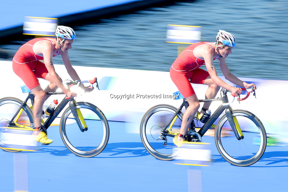 Jonothan Brownlee (R) and Alistair Brownlee GBR, Mens Triathlon at Strathclyde Country Park. Glasgow Commonwealth Games 2014. Monday 24 July 2014. Scotland. Photo: Delly Carr/Photosport.co.nz