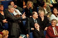 11 NOV 1999, BERLIN/GERMANY:<br /> Joschka Fischer, B90/Grüne, Bundesaußenminister, macht Faxen in den Reihen der bündnis-grünen BT-Fraktion während der Debatte zur ökologischen Steuerreform, Plenum, Deutscher Bundestag, Reichstag<br /> Joschka Fischer, Green Party, Fed. Minister for Foreign Affairs, is making fun between the members of the Green Parliamentary Group, plenum, German Bundestag<br /> IMAGE: 19991111-01/05-25