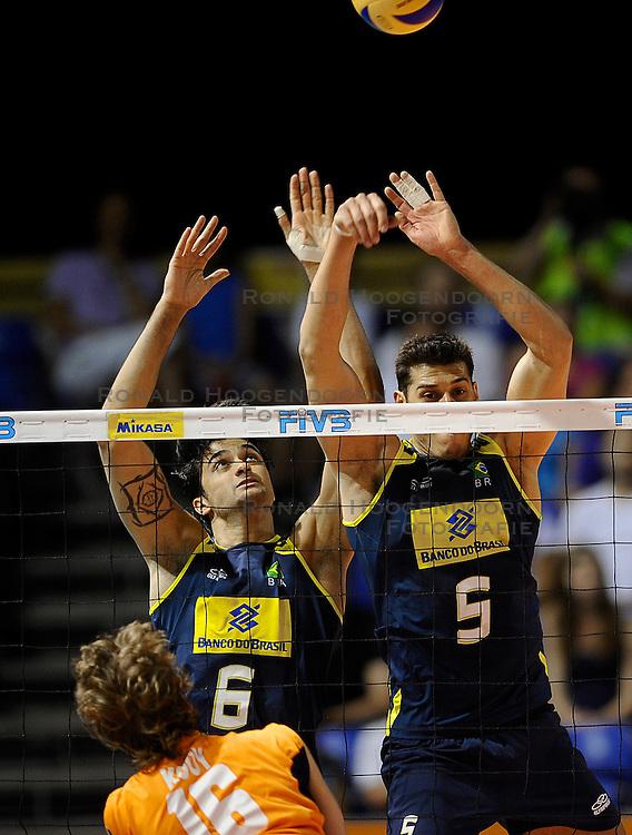 27-06-2010 VOLLEYBAL: WLV NEDERLAND - BRAZILIE: ROTTERDAM<br /> Nederland verliest met 3-2 van Brazilie / Sidao en Vissotto<br /> &copy;2010-WWW.FOTOHOOGENDOORN.NL