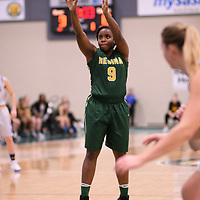 2nd year guard Kyanna Giles (9) of the Regina Cougars during the Women's Basketball home game on November 25 at Centre for Kinesiology, Health and Sport. Credit: Casey Marshall/Arthur Images
