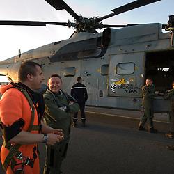 Mission d'assistance du SA 321G Super Frelon de la Flottille 32F au Groupe de Plongeurs Démineurs Atlantique basé à Brest pour réaliser des opérations de déminage en mer à bord d'un chalutier et sur une plage bretonne.<br /> Avril 2010 / Lanvéoc (29) / FRANCE<br /> Voir le reportage complet (210 photos) http://sandrachenugodefroy.photoshelter.com/gallery/2010-04-Au-crepuscule-du-Super-Frelon-Complet/G00007PsbeX9o9w0/C0000yuz5WpdBLSQ