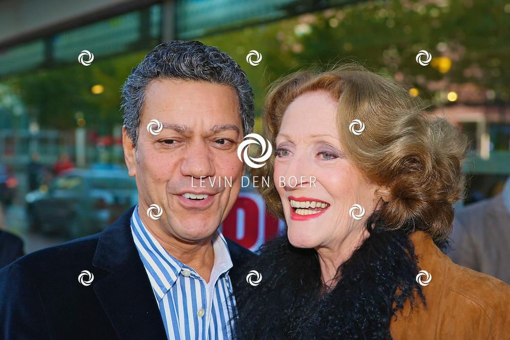 AMSTELVEEN - De rode loper bij de premiere van Purper Helden.  Met op de foto Frank Sanders en Gerrie van der Klei. FOTO LEVIN DEN BOER - PERSFOTO.NU