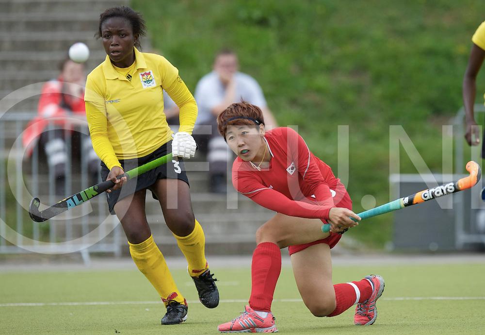 MONCHENGLADBACH - Junior World Cup<br /> Pool A: Korea - Ghana<br /> photo: Eun Bi Cheon (red) and Linda Barnie (yellow).<br /> COPYRIGHT FRANK UIJLENBROEK FFU PRESS AGENCY