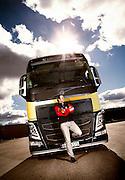 TORSBY2014-04-15: Petter Solberg og hans team foretrekker nye Volvo FH som trekkbil når de skal frakte rallycrossbilene mellom løpene. FOTO:WERNERJUVIK