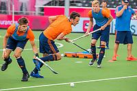 ANTWERPEN - hockey international Diede van Puffelen  met links Sander de Wijn , voor het Europees kampioenschap hockey. COPYRIGHT KOEN SUYK