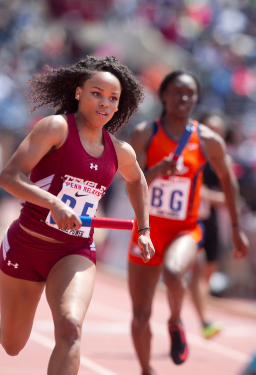 Temple's Demeshia Davis rounds the corner on turn 1 running the first leg in the College Women's 4x100 ECAC at the 2014 Penn Relays. ( ED HILLE / Staff Photographer )