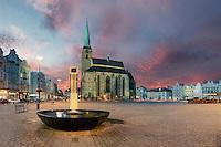 Die böhmische Metropole Pilsen gehört zu den interessantesten Städten Tschechiens. Dank des weltberühmten Pilsner Urquells ist sie bekannt als Stadt des Biers. Hier gibt es auch Historie, Kultur und Party - nur ohne Touristenmassen, dafür mit Brauereigeschichte über und unter der Erde.