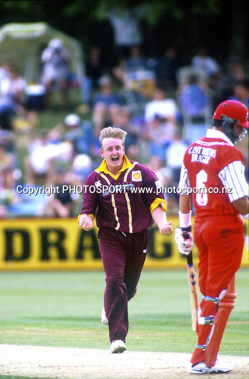 Scott Styris appeals. Shell Cup Cricket Final - Northern Knights v Canterbury Wizards, Westpac Trust Park, Hamilton. 24 January 1998. Photo: PHOTOSPORT