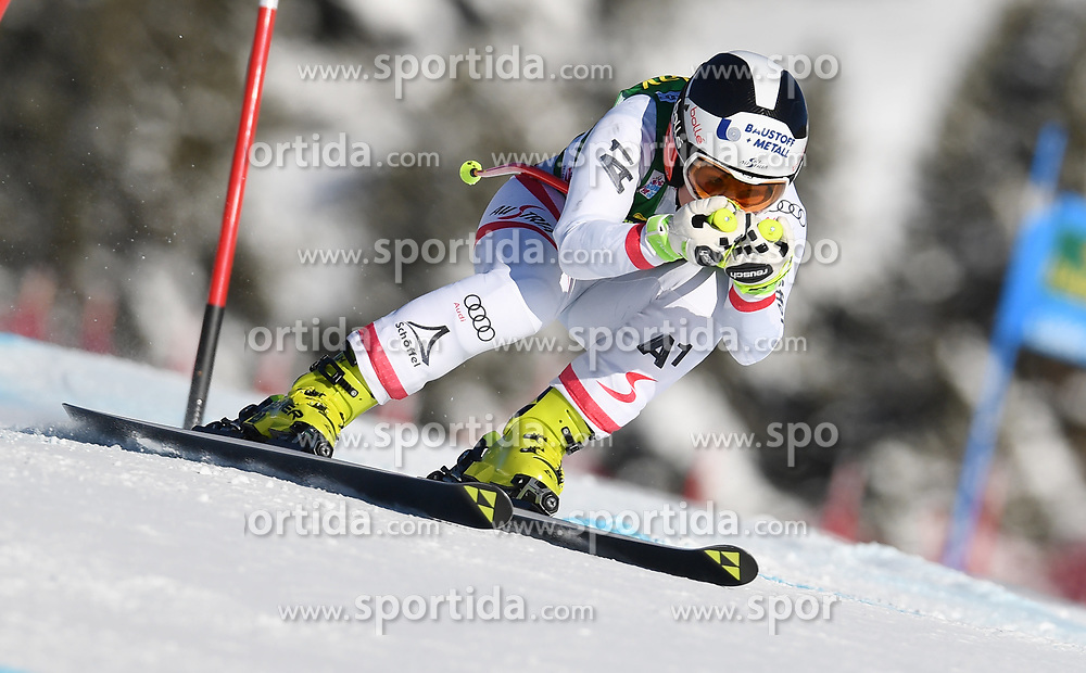 03.12.2017, Lake Louise, CAN, FIS Weltcup Ski Alpin, Lake Louise, Super G, Damen, im Bild Nicole Schmidhofer (AUT) // Nicole Schmidhofer of Austria in action during the ladie's Super G of FIS Ski Alpine World Cup in Lake Louise, Canada on 2017/12/03. EXPA Pictures &copy; 2017, PhotoCredit: EXPA/ SM<br /> <br /> *****ATTENTION - OUT of GER*****