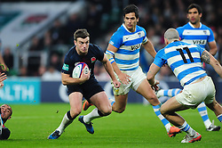 George Ford of England  in possession - Mandatory byline: Patrick Khachfe/JMP - 07966 386802 - 26/11/2016 - RUGBY UNION - Twickenham Stadium - London, England - England v Argentina - Old Mutual Wealth Series.
