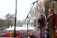 Bilder fra den oransje timen på rådhusplassen i Oslo.<br /> <br /> Foto: Svein Ove Ekornesvåg