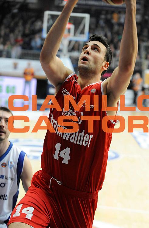 DESCRIZIONE : Cantu' Lega A 2012-13 CheBolletta Cantu' Trenkwalder Reggio Emilia<br /> GIOCATORE : Riccardo Cervi<br /> SQUADRA : Trenkwalder Reggio Emilia<br /> EVENTO : Campionato Lega A 2012-2013<br /> GARA :  CheBolletta Cantu' Trenkwalder Reggio Emilia<br /> DATA : 30/12/2012<br /> CATEGORIA : Tiro<br /> SPORT : Pallacanestro<br /> AUTORE : Agenzia Ciamillo-Castoria/A.Giberti<br /> Galleria : Lega Basket A 2012-2013<br /> Fotonotizia : Cantu' Lega A 2012-13 CheBolletta Cantu' Trenkwalder Reggio Emilia<br /> Predefinita :