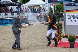 Haßmann Felix (GER), HOFMANN Peter<br /> Balve - Longines Optimum 2019<br /> Siegerehrung<br /> LONGINES Optimum Preis<br /> Deutsche Meisterschaft der Springreiter<br /> Finalwertung<br /> 16. Juni 2019<br /> © www.sportfotos-lafrentz.de/Stefan Lafrentz