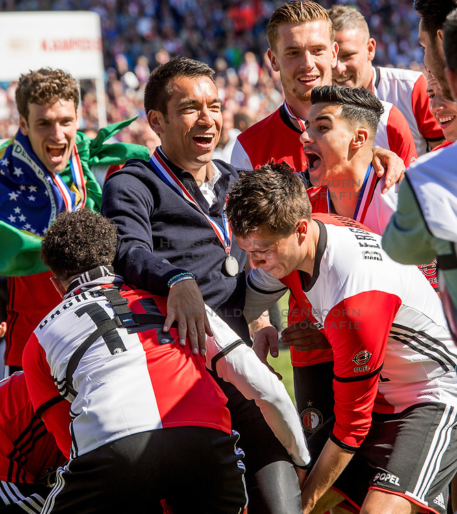 14-05-2017 NED: Kampioenswedstrijd Feyenoord - Heracles Almelo, Rotterdam<br /> In een uitverkochte Kuip pakt Feyenoord met een 3-0 overwinning het landskampioenschap / Coach Giovanni van Bronckhorst