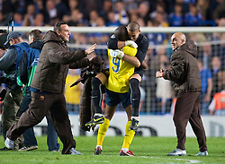LONDON, ENGLAND - Wednesday, May 6, 2009: Barcelona's goalkeeper Victor Valdes and Samuel Eto'o celebrate after a dramatic injury time winning away goal victory over Chelsea during the UEFA Champions League Semi-Final 2nd Leg match at Stamford Bridge. (Photo by David Rawcliffe/Propaganda)