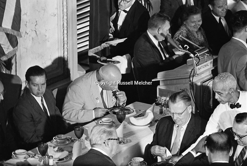 1959. Nikita Khrushchev eating, totally concentrated on his food in the Washington D.C. Press Club.<br /> <br /> 1959. Nikita Khrouchtchev mange avec grande concentration lors d'un d&eacute;jeuner au Club de la Presse de Washington DC .