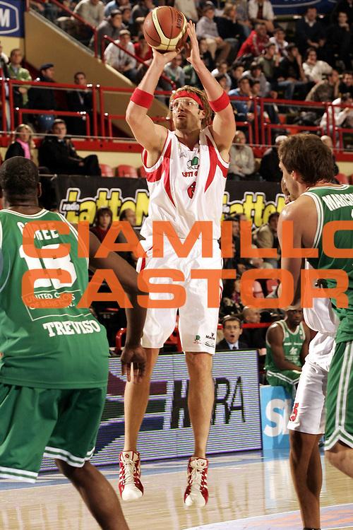 DESCRIZIONE : FORLI  FINAL 8 COPPA ITALIA LEGA A1 2005<br />GIOCATORE : BOWDLER<br />SQUADRA : CASTI GROUP VARESE<br />EVENTO : FINAL 8 COPPA ITALIA LEGA A1 2005<br />GARA : BENETTON TREVISO-CASTI GROUP VARESE<br />DATA : 17/02/2005<br />CATEGORIA : Tiro<br />SPORT : Pallacanestro<br />AUTORE : AGENZIA CIAMILLO &amp; CASTORIA/P.Lazzeroni