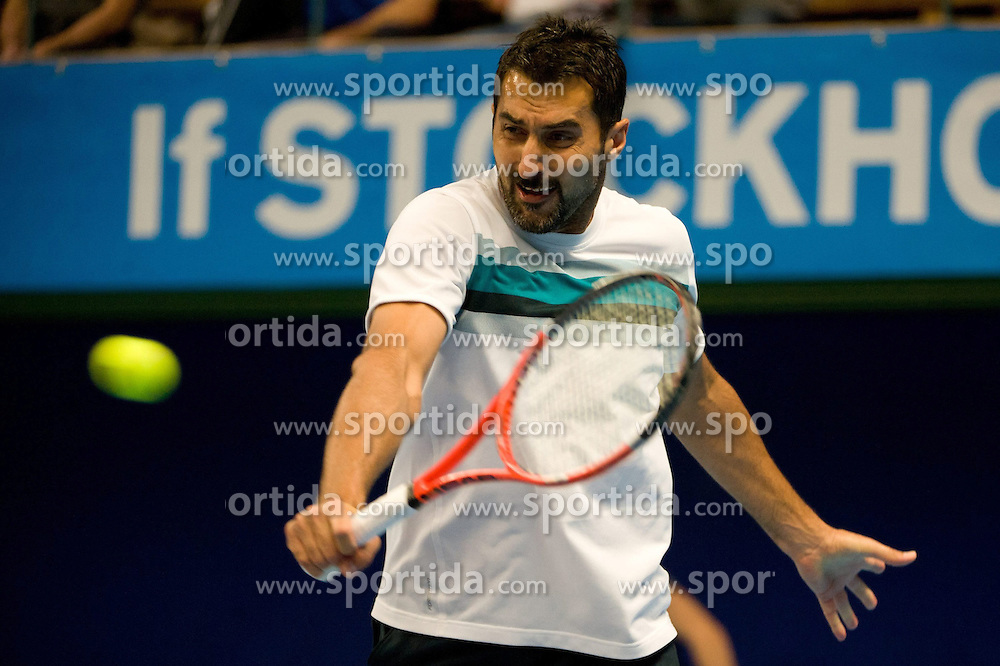 19.10.2012, Kungliga Tennis Halle, Stockholm, SWE, ATP, Stockholm Open, im Bild Doubles Robert Lindstedt (SWE)/ Nenad Zimonjic (SRB) vs Eric Butorac (USA)/ Paul Hanley (AUS) : Nenad Zimonjic here on a backhand, // during the ATP Stockholm Open at the Kungliga Tennis Halls, Stockholm, Sweden on 2012/10/19. EXPA Pictures © 2012, PhotoCredit: EXPA/ PicAgency Skycam/ ATTENTION - OUT OF SWE *****