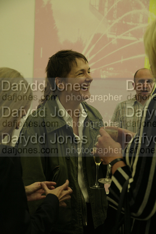 Sadie Coles, Johnnie Shand Kydd:  book launch party celebrate the publication of Crash.White Cube. Hoxton sq. London. 18 September 2006. ONE TIME USE ONLY - DO NOT ARCHIVE  © Copyright Photograph by Dafydd Jones 66 Stockwell Park Rd. London SW9 0DA Tel 020 7733 0108 www.dafjones.com