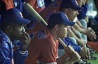 OS 2000 Sydney. Honkbal Nederland-Japan. Teleurgestelde gezichten in de Nederlandse dug-out. links de beginnende werper, Orlando Stewart, die al snel werd gewisseld. Naast hem Jurriaan Lobbezoo.