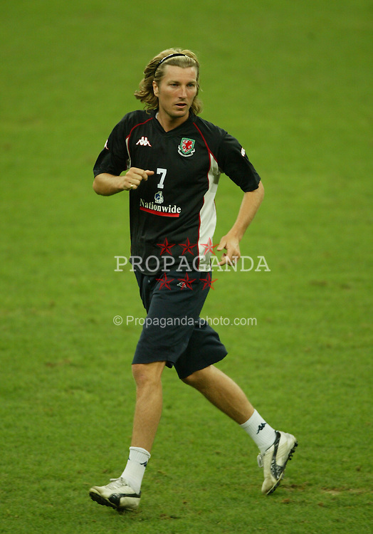 MILAN, ITALY - Thursday, September 4, 2003: Wales' Robbie Savage training at the San Siro ahead of their Group 9 Euro 2004 qualifier against Italy. (Pic by David Rawcliffe/Propaganda)