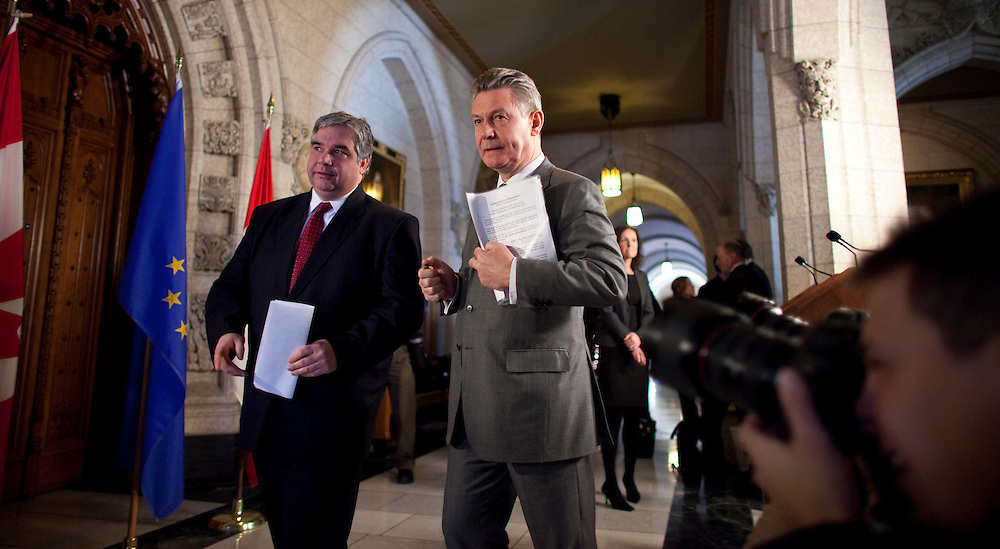 Karel De Gucht, European Commissioner for Trade and Canada's Minister of International Trade Peter Van Loan leave a press conference on Parliament Hill in Ottawa, Canada December 15, 2010.<br /> AFP/GEOFF ROBINS/STR