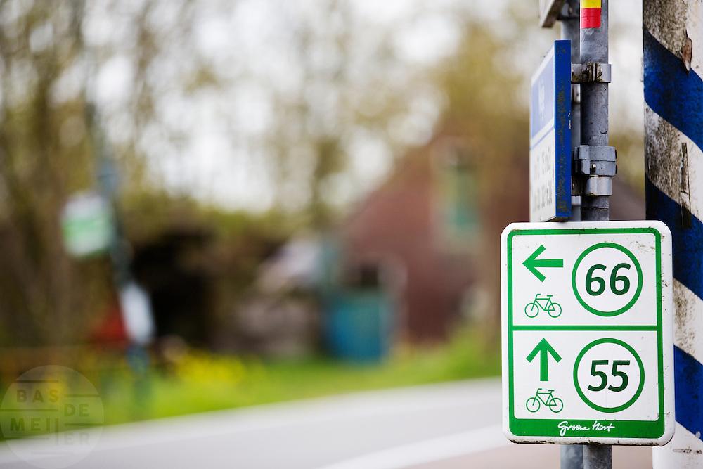 In Zegveld staat een bordje van fietsknooppunt.