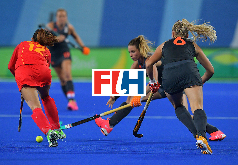 China's Wang Na (L) tries to get around Netherland's Ellen Hoog (C) and Laurien Leurink during the women's field hockey China vs Netherlands match of the Rio 2016 Olympics Games at the Olympic Hockey Centre in Rio de Janeiro on August, 10 2016. / AFP / Carl DE SOUZA        (Photo credit should read CARL DE SOUZA/AFP/Getty Images)