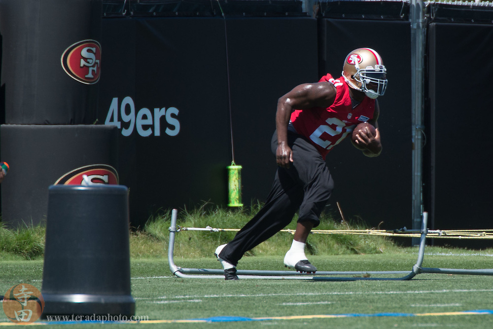 July 24, 2014; Santa Clara, CA, USA; San Francisco 49ers running back Frank Gore (21) performs a drill during training camp at the SAP Performance Facility.