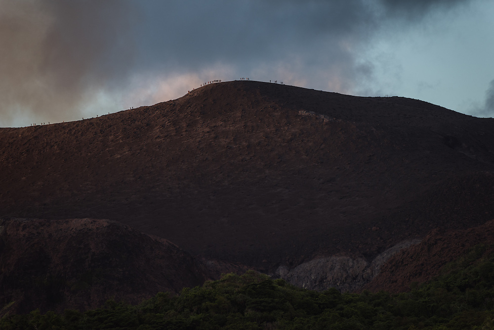 People climb volcan Yasur ar sunset, Tannah, Vanuatu.