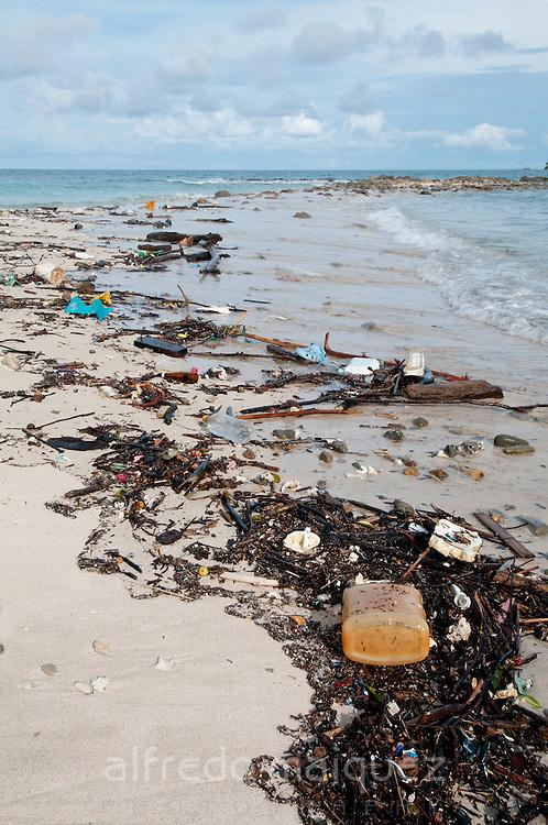 Pile of Garbage on Las Perlas island, las Perlas Archipelago, Panamá, Central América