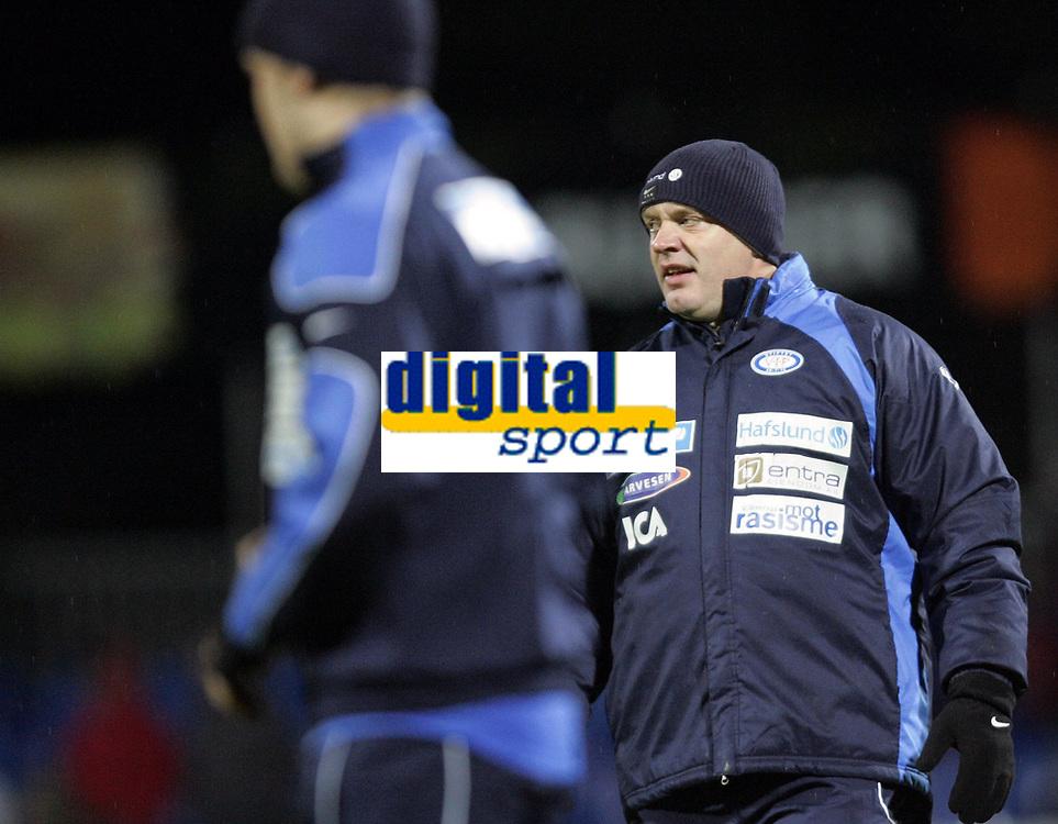 Fotball<br /> Tippeligaen 2006<br /> 29.10.2006<br /> Sandefjord v V&aring;lerenga / VIF Fotball 0-2<br /> Foto: Morten Olsen, Digitalsport<br /> <br /> Harald Aabrekk - assistenttrener VIF