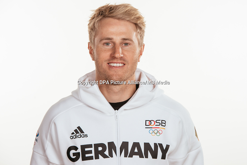 Erik Heil poses at a photocall during the preparations for the Olympic Games in Rio at the Emmich Cambrai Barracks in Hanover, Germany, taken on 20/07/16 | usage worldwide