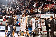 DESCRIZIONE : Caserta Lega A 2014-15 Pasta Reggia Caserta Giorgio Tesi Group Pistoia<br /> GIOCATORE : Team Pasta Reggia Caserta<br /> CATEGORIA : contestazione proteste fischi<br /> SQUADRA :  Pasta Reggia Caserta<br /> EVENTO : Campionato Lega A 2014-2015<br /> GARA : Pasta Reggia Caserta Giorgio Tesi Group Pistoia<br /> DATA : 02/11/2014<br /> SPORT : Pallacanestro <br /> AUTORE : Agenzia Ciamillo-Castoria/A. De Lise<br /> Galleria : Lega Basket A 2014-2015 <br /> Fotonotizia : Caserta Lega A 2014-15 Pasta Reggia Caserta Giorgio Tesi Group Pistoia
