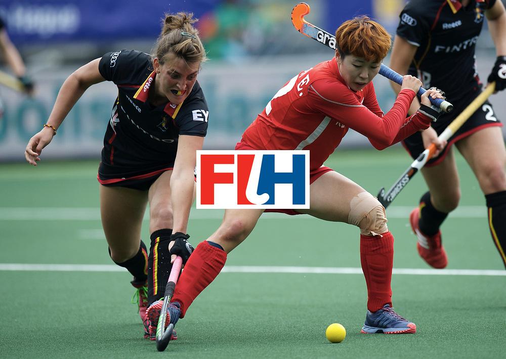 DEN HAAG - Rabobank Hockey World Cup<br /> 19 Korea - Belgium<br /> Foto: Lieselotte van Lindt (black) and Eunbi Cheon (red).<br /> COPYRIGHT FRANK UIJLENBROEK FFU PRESS AGENCY