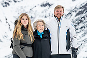 Fotosessie met de koninklijke familie in Lech /// Photoshoot with the Dutch royal family in Lech .<br /> <br /> Koning Willem Alexander, Prinses Amalia met  Prinses Beatrix   /////  King Willem Alexander, Princess Amalia with Princess Beatrix