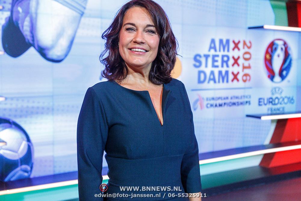 NLD/Hilversum/20160526 - perspresentaties NOS Sportzomer 2016, EK Voetbal & Tour de France, Dione de Graaf