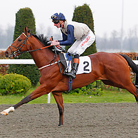Speedfiend and Adam Kirby winning the 5.55 race
