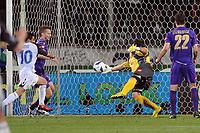 """Parata di Sebastien Frey (Fiorentina) su Nacho Novo (Rangers)<br /> Firenze 1/5/2008 Stadio """"Artemio Franchi"""" <br /> Uefa Cup 2007/2008 Semifinals - Semifinale second Leg<br /> Fiorentina Rangers Glasgow (0-0) (2-4 a.p.)<br /> Foto Andrea Staccioli Insidefoto"""