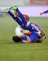 FUSSBALL INTERNATIONALES TESTSPIEL in Sankt Gallen Schweiz - Kroatien       05.03.2014 Johan Djourou (re, Schweiz) gegen Mario Mandzukic (li, Kroatien)