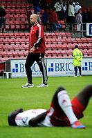 """Fotball , 22. Juli 2012, Tippeligaen , Eliteserien<br /> Fredrikstad FK - Hønefoss BK<br /> FFK trener Trond Amundsen , Muhamed """"Momo"""" Gueye i forgrunn<br /> Foto: Sjur Stølen , Digitalsport"""