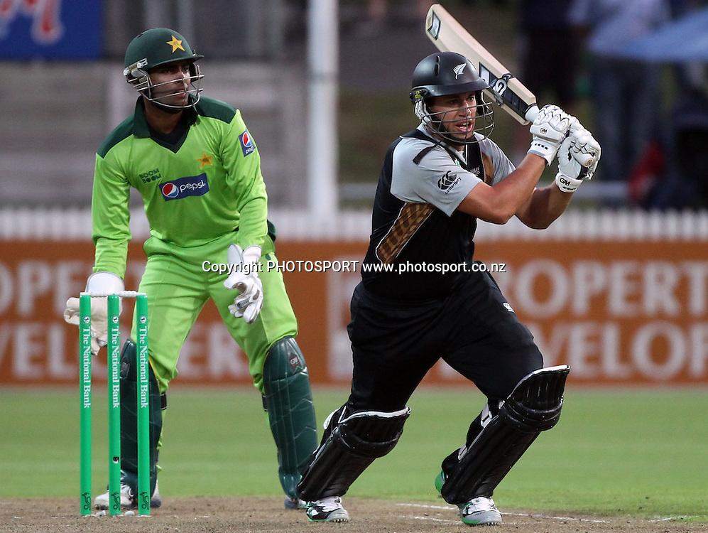 New Zealand batsman Ross Taylor. New Zealand Black Caps v Pakistan, Match 2. Twenty 20 Cricket match at Seddon Park, Hamilton, New Zealand. Tuesday 28 December 2010. Photo: Andrew Cornaga/photosport.co.nz