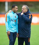 KATWIJK - Depay Coach Dick Advocaat en assistent Ruud Gullit tijdens de training van het Nederlands Elftal. Oranje is in voorbereiding voor de WK kwalificatie wedstrijd tegen Luxemburg.  copyright robin utrecht