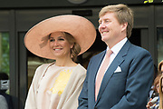 Koning Willem-Alexander en koningin Maxima tijdens hun streekbezoek aan Zeeuws Vlaanderen<br /> <br /> King Willem-Alexander and Queen Maxima  during their visit to Zeeuws Vlaanderen.<br /> <br /> Op de foto / On the photo:  Aankomst bij Woonzorgcentrum De Blaauwe Hoeve / Arrival at Woonzorgcentrum The Blaauwe Hoeve