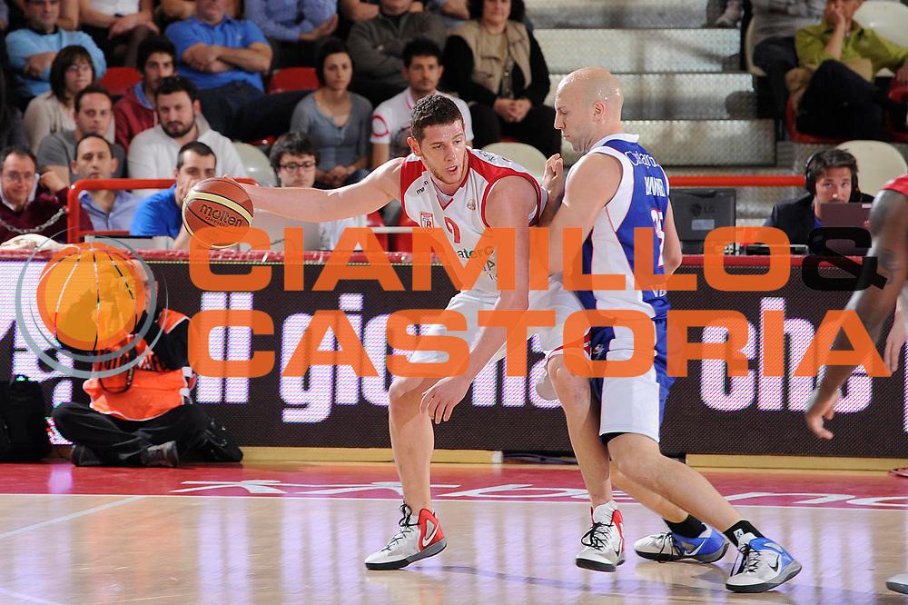 DESCRIZIONE : Teramo Lega A 2011-12 Banca Tercas Teramo Bennet Cantu<br /> GIOCATORE : Valerio Amoroso<br /> CATEGORIA : palleggio penetrazione<br /> SQUADRA : Banca Tercas Teramo<br /> EVENTO : Campionato Lega A 2011-2012<br /> GARA : Banca Tercas Teramo Bennet Cantu<br /> DATA : 31/03/2012<br /> SPORT : Pallacanestro<br /> AUTORE : Agenzia Ciamillo-Castoria/C.De Massis<br /> Galleria : Lega Basket A 2011-2012<br /> Fotonotizia : Teramo Lega A 2011-12 Banca Tercas Teramo Bennet Cantu<br /> Predefinita :