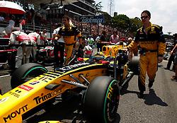 Motorsports / Formula 1: World Championship 2010, GP of Brazil, 11 Robert Kubica (POL, Renault F1 Team),